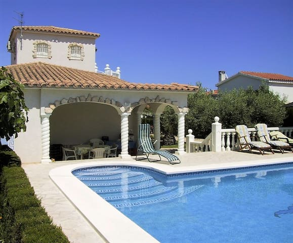 Gorgeous villa by the sea with pool - Ampolla - Villa