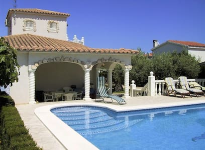 Gorgeous villa by the sea with pool - Ampolla - Вилла