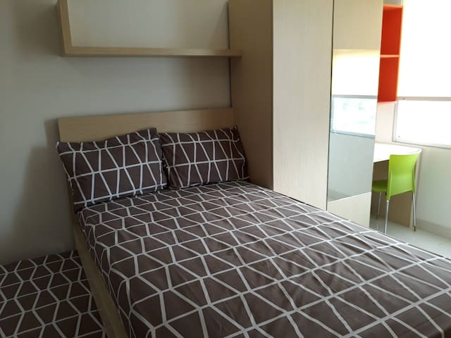 Comfort. room for student /traveler, 2 prs enable