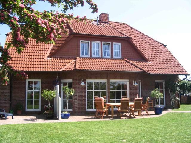 Ferienhaus Ralf Hans, (Horumersiel-Schillig), Ferienwohnung 4, 45 qm, Garten und Terrasse, 1 Schlafzimmer, max. 2 Personen