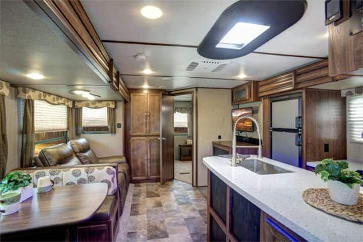 Luxury large RV/ Travel Trailer for rent sleeps 8