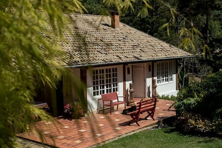 Casa confortável com muito verde - Araras - Cabanya