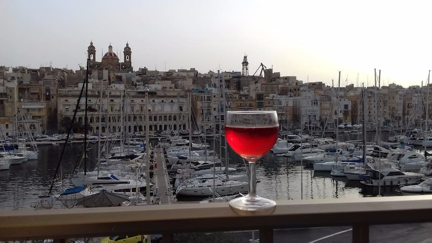 Harbour View apartment in Birgu with (AC).