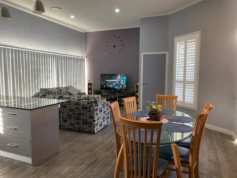 Thirlmere Stayz 4 Bedroom Home with Spa