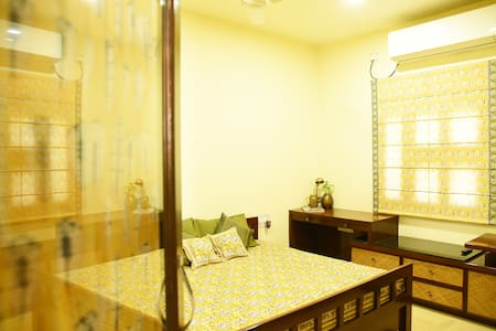 Beautiful 2-bedroom bungalow!