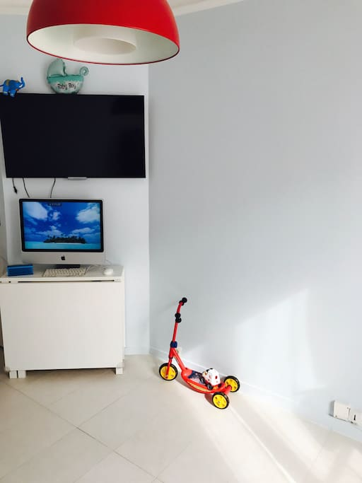 Salon with tv and WiFi