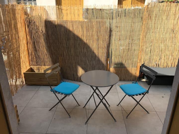 Studio terrasse en plein centre de FONTAINEBLEAU