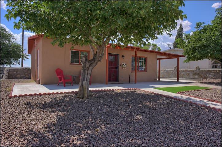 Casita Ranchland, updated modern  1955 Cottage