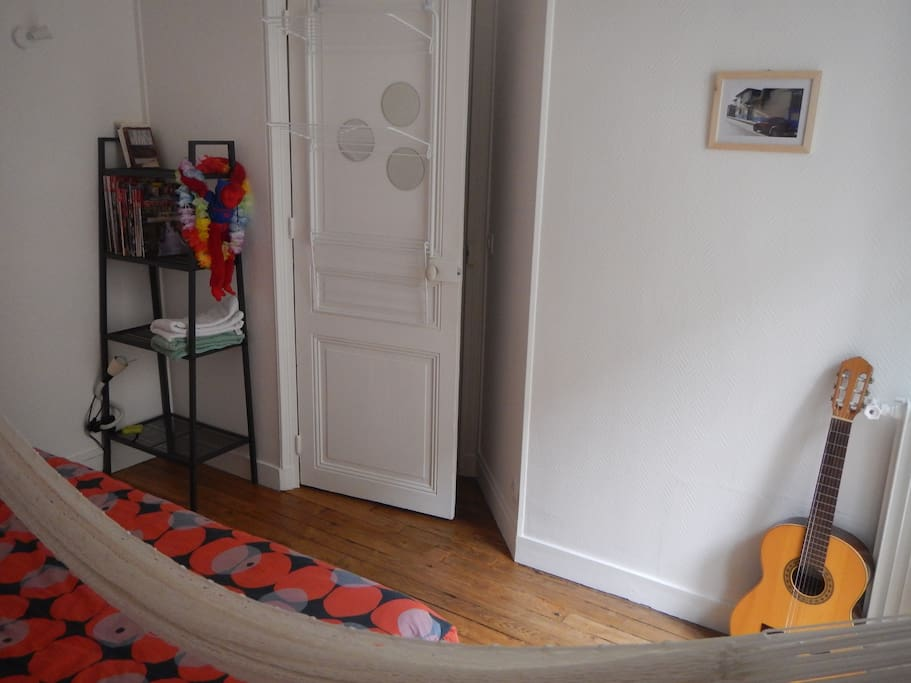 Chambre avec hamac accroché / Room with hanging hammock