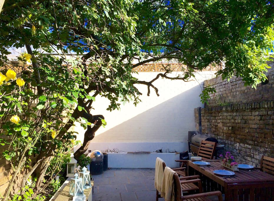 Private and quiet south facing outside garden with barbecue and pizza oven