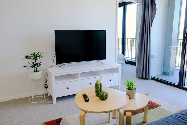 Modern and Cozy 2-bedroom apartment at Lyneham