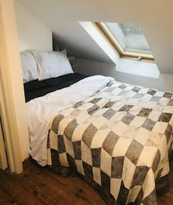 Stylish home with lovely guest double room