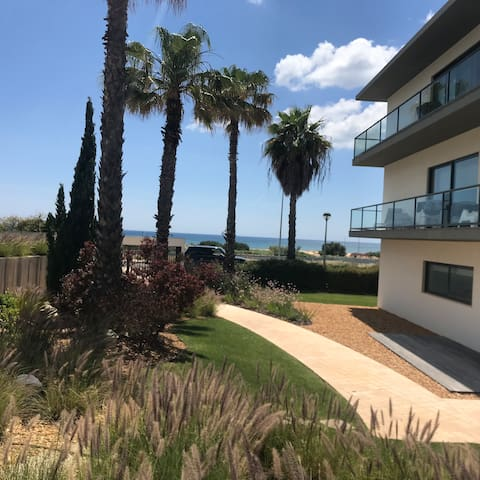 Apartment for 6  pool view, free wifi and air con