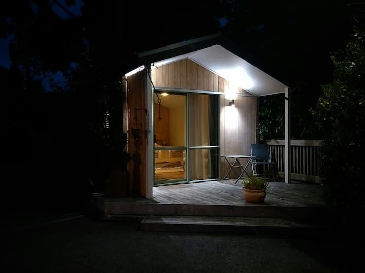 Tui studio - close to mall, cosy unit.
