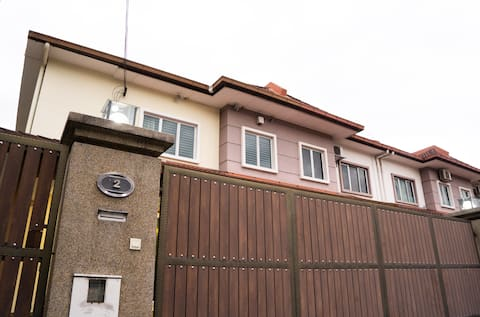 Big spacious house   5 BBR   15 pax   Near Genting