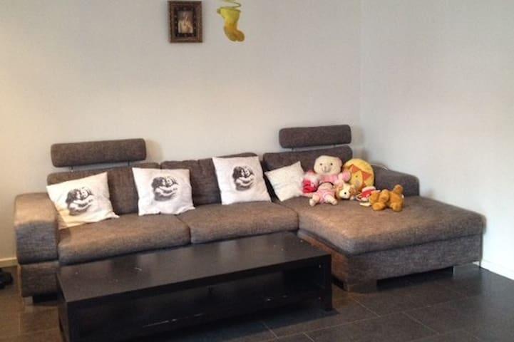 Bright, comfortable place,18 min to Stockholm city - Sztokholm - Apartament