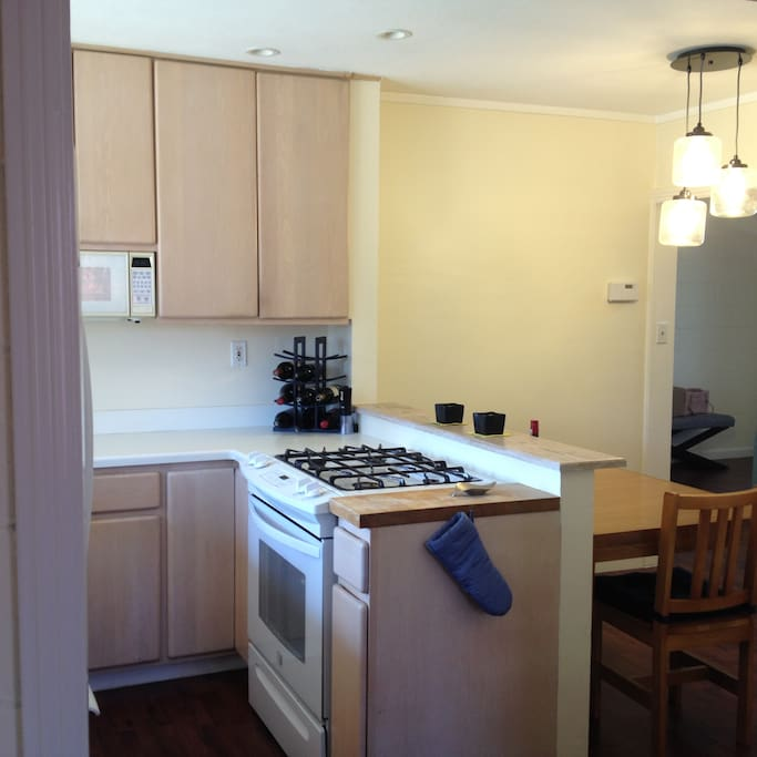Access to kitchen, oven, dishwasher, mocrowave and coffee machine.