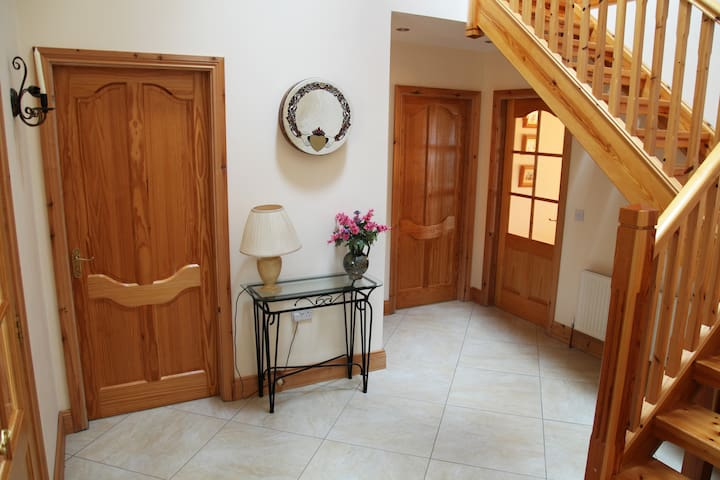 Hall, leading to 2 bedrooms