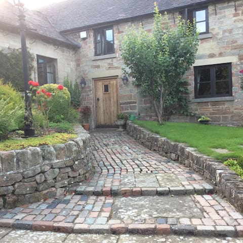 Delightful double room in stone barn conversion - Ashbourne