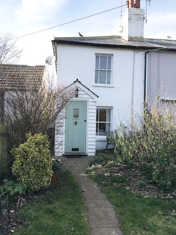 Charming Cottage in Rye Harbour - Rye Harbour - Дом