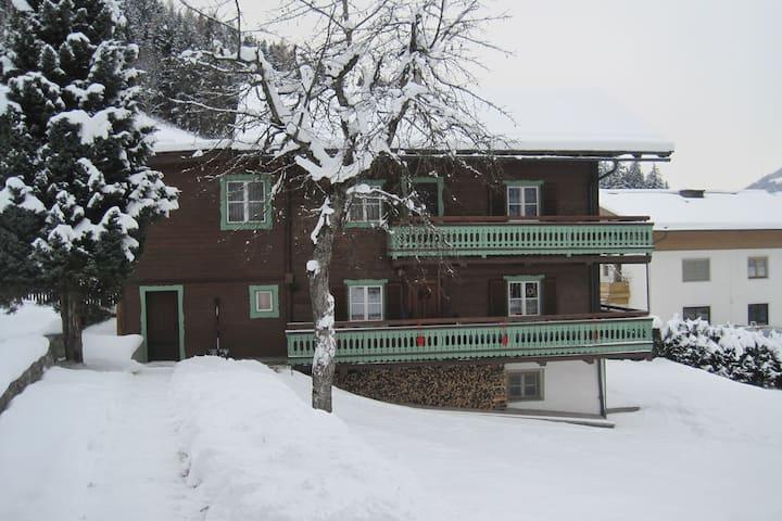 Gemütliches Chalet mit Sauna in Bramberg am Wildkogel