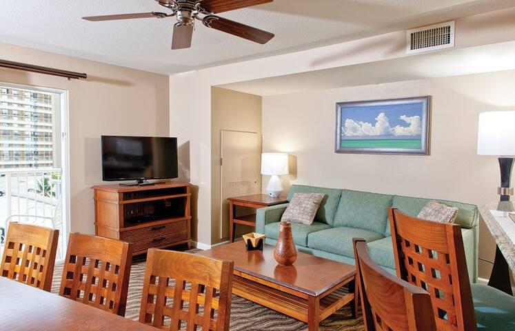2 Bedroom 2 Bath Waikiki Beach Walk