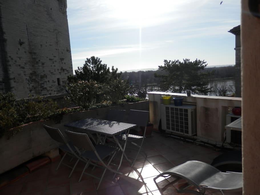 accès en terrasse depuis a chambre pour prendre l'air et profiter de la vue