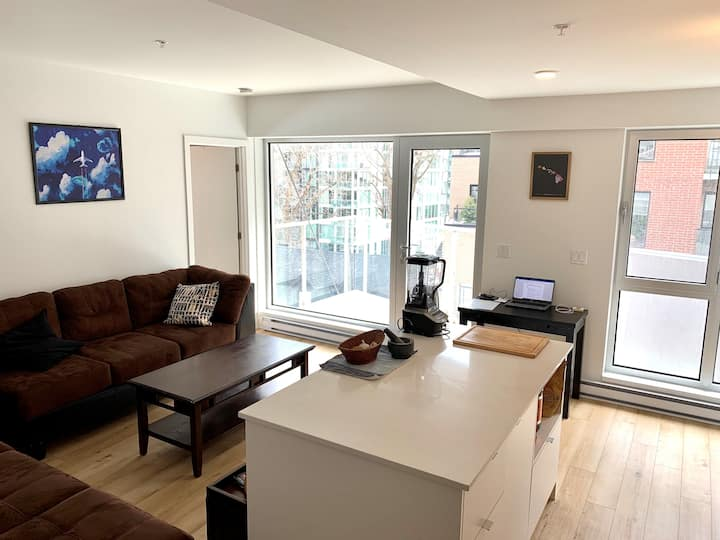 Private bedroom in the heart of Montreal