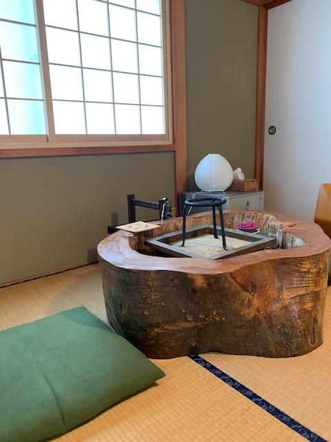 L'unica guest house di Omachi. Si può anche mangiare tonno cipolla. In un focolare che ricorda i tempi andati. Pick-up e riconsegna gratuiti inclusi.