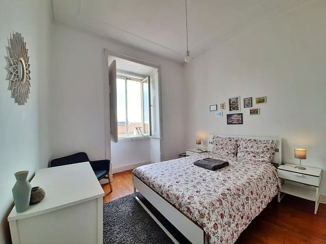 ★ ALFAMA ★ Spacious and Bright Double Room★