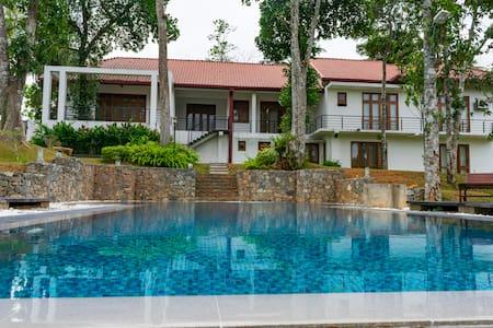 Villa Crystals - Sri Jayawardenepura Kotte - Bungalow