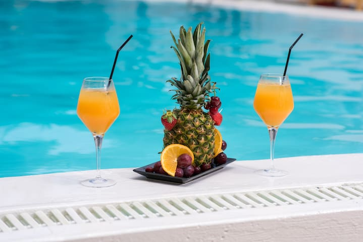 Refreshments at the pool