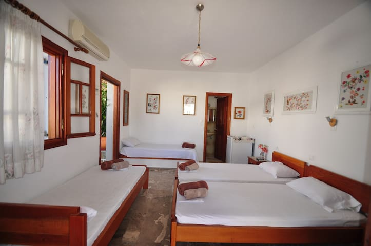 4.1) Spacious room for four people by the beach!!