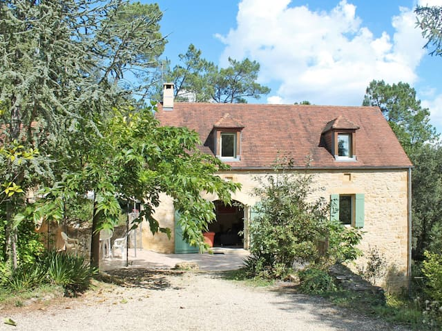 Charming rustic stone house on the left bank of the Dordogne