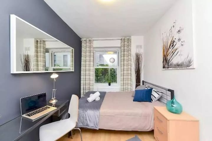 Cosy double Room in Central London next to tube - London - House