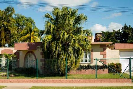 MARYA´S HOUSE   2 habitaciones - Camagüey - Bed & Breakfast