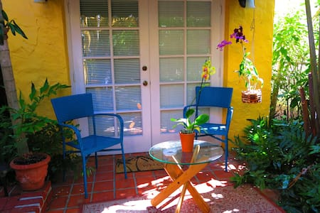 Cozy Cottage in quiet neighborhood. - Coral Gables - Bungalow