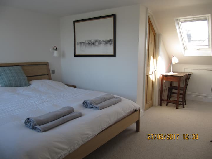 Peaceful Superking room in the heart of Cambridge.