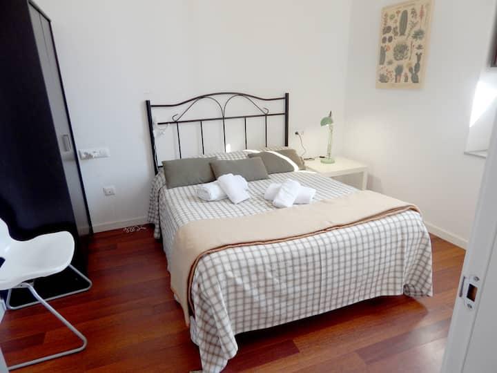 Girona Citybreak? Duplex with Optional parking and free wifi!