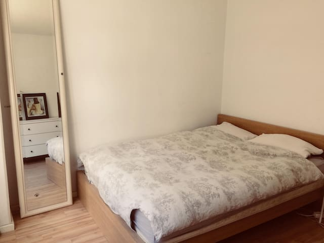 Bright room in central Berlin!