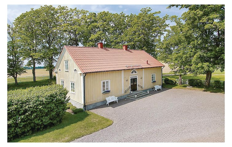 Holiday cottage with 3 bedrooms on 114m² in Motala