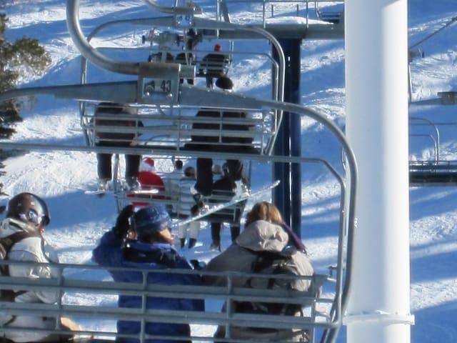 Ski-in-Ski Out 1 BDR SKIBOWL Condo - Truckee, CA