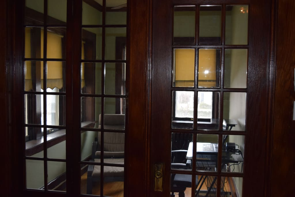 Sunroom/office space (closed off)
