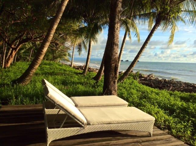 El Ballenato - Eclectic beach front house. - Playa Ballena – Uvita/Bahia/Dominical area - Hus