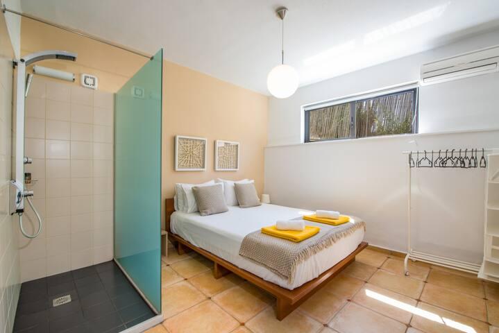 master bedroom - en suite shower - wc