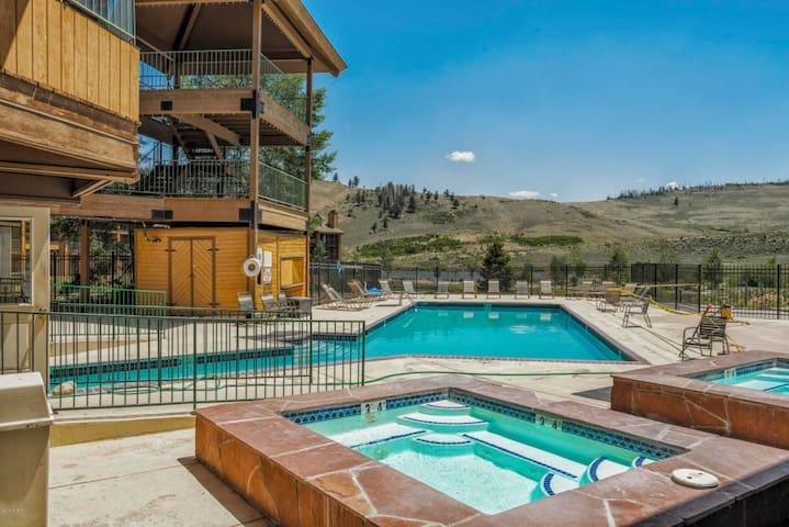 Resort Style Mountain Getaway~Adventure Awaits! 15