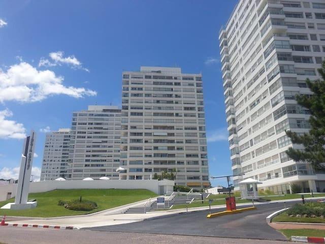Apartamento en complejo L. Center, frente al mar