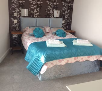 Luxury double room & en-suite. Adj to Medway Hosp - Gillingham - Bed & Breakfast