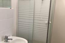 Espace douche lavabos WC