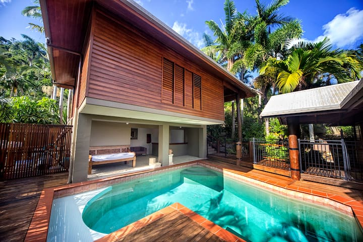 ABSOLUTE WATER FRONT BALINESE STYLE - ENTIRE HOUSE